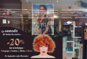 Habillage vitrine salon Atelier Coiffure